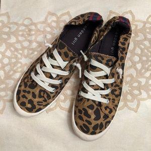 steve madden leopard slip on sneakers size 9
